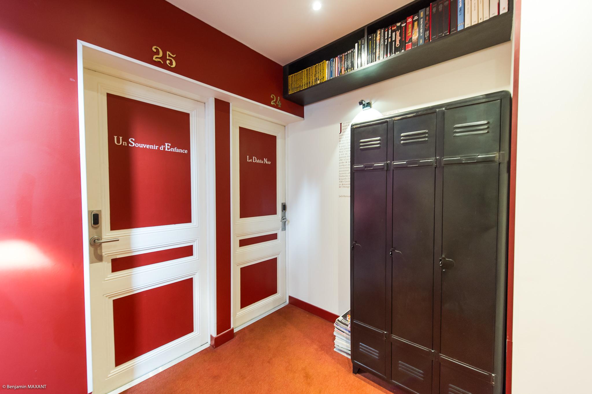 Reportage photo immobilier - Hôtel Idéal - couloir et portes de chambres