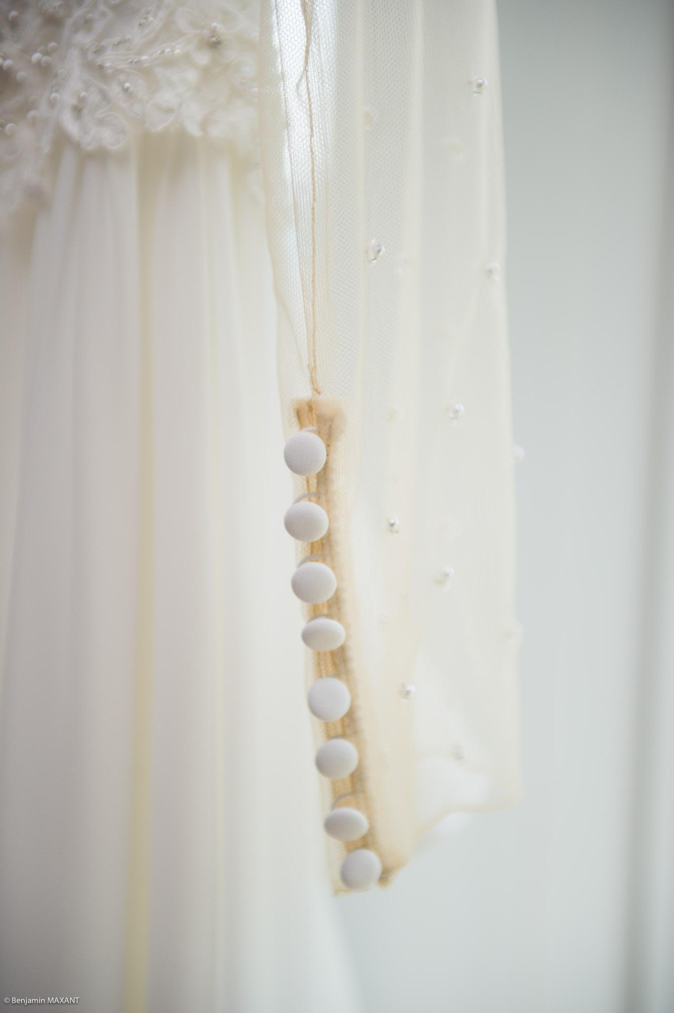 Détail de la manche de la robe de mariage