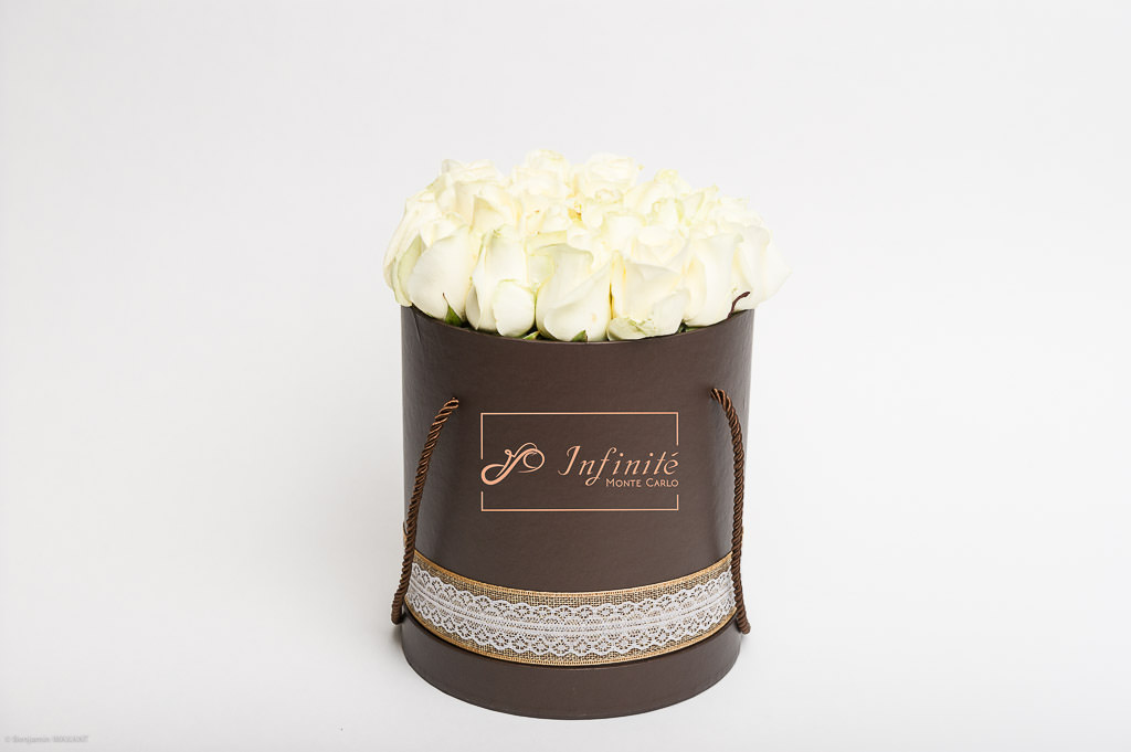 Séance photo packshot inifinité Monte Carlo - Roses blanches packaging rond marron