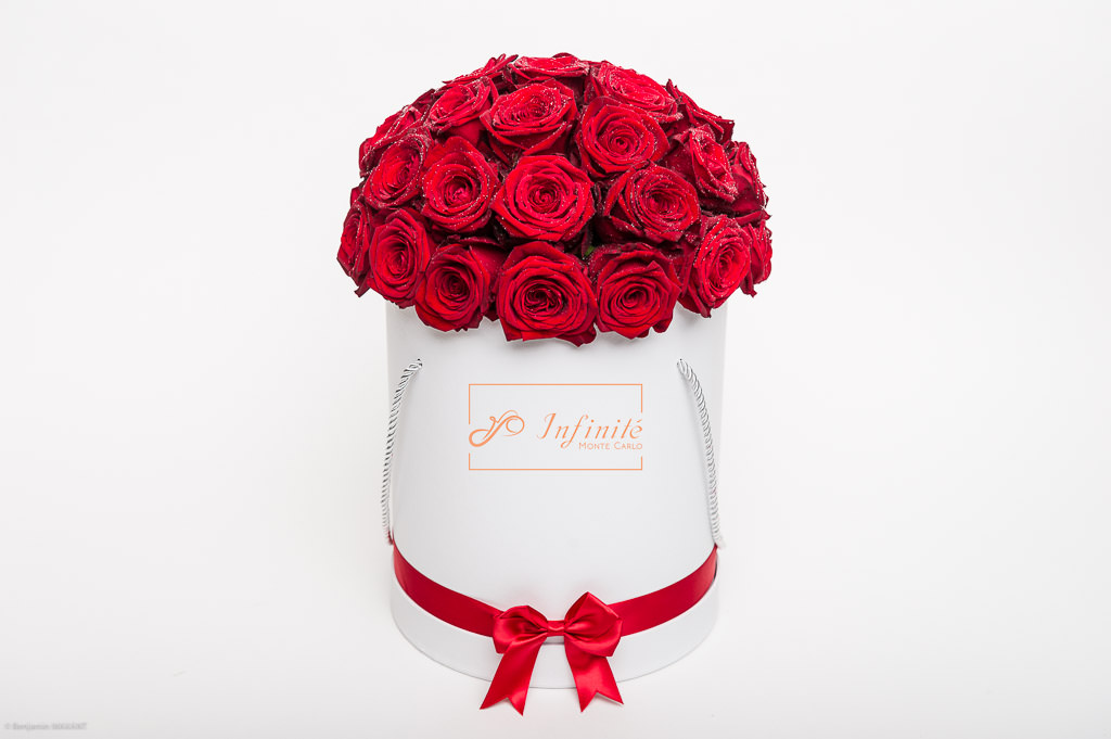 Séance photo packshot inifinité Monte Carlo - Roses rouges packaging rond