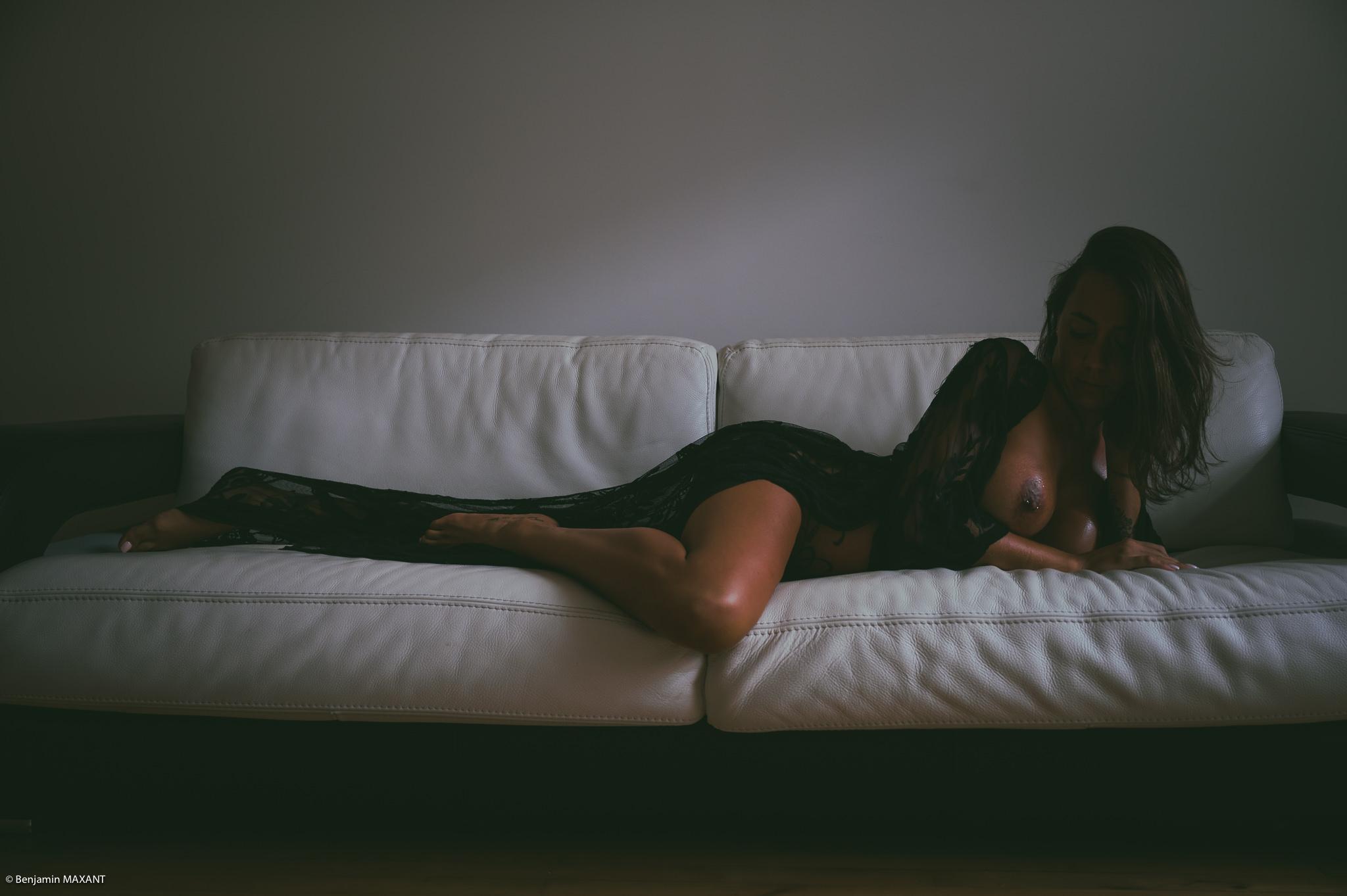 Séance photo boudoir nu avec Christelle robe transparente
