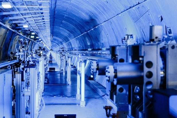 Uno de los túneles en los que está el láser | Agence France-Presse