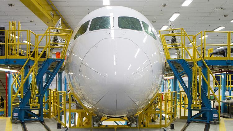 La posibilidad de que las regulaciones se moderó en la India podría significar nuevos pedidos de aviones de fuselaje ancho, entre ellos el Espíritu Boeing 787. AeroSystems Inc. en Wichita construye el fuselaje delantero y otros componentes de la 787.