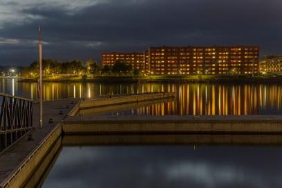 Hemma hos ... speglar en färgprakt i Luleå, södra hamn - av Margareta