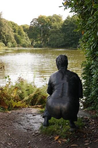 I Wanås skulpturpark är allt tillåtet. Konstverket är Fideicommissum av Ann-Sofi Sidén.