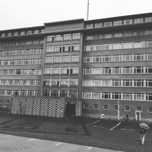 23 september - Stasis högkvarter i Berlin är numera ett museum, för att visa allmänheten terrorns innersta rum.