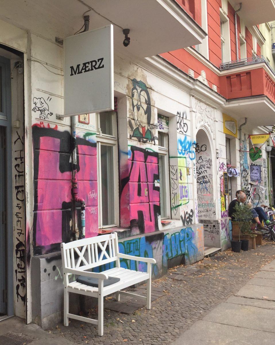 22 september - klotter verkar vara en självklar del   av Berlins offentliga rum,  särskilt i mer hippa områden. Här runt  Boxhagener Platz i Friedrichshain.