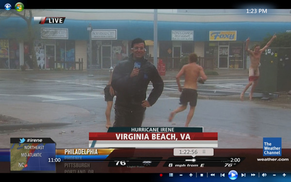 Hurricane Irene: Dude streaks through Weather Channel live