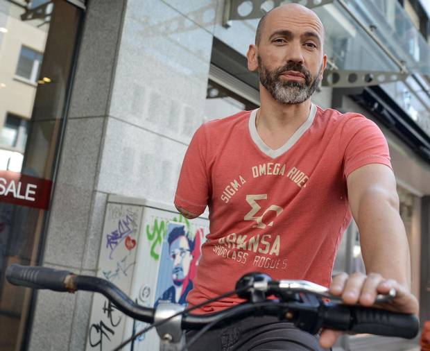 One-armed cyclist busted by German cops for riding while one-armed