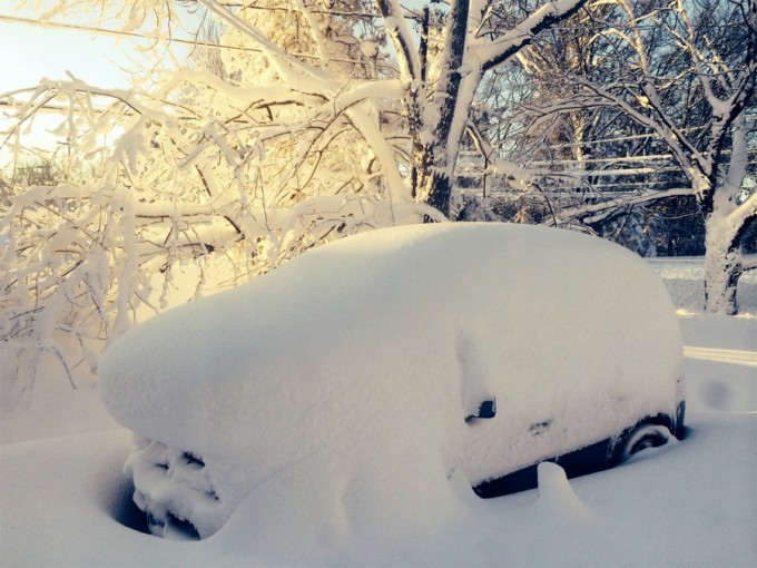 A car is covered in snow in Orchard Park outside of Buffalo, New York, November 19, 2014. Western New York state braced for a fresh wave of heavy snow on Wednesday after a freakish storm swept off the Great Lakes and buried the region under 5 feet (1.5 meters) of it, killing at least six people and stranding motorists in cars overnight. REUTERS/Judith Gros