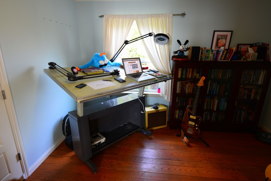 A fantastic standing (or sitting) desk / Boing Boing