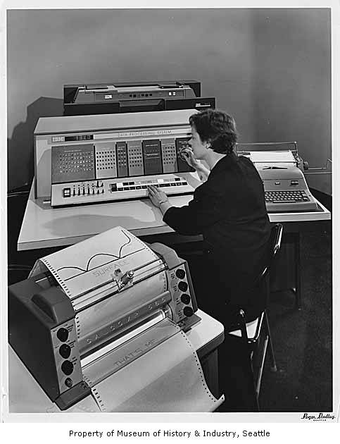 IBM_1620_data_processing_machine_on_display,_Seattle_World's_Fair,_1962