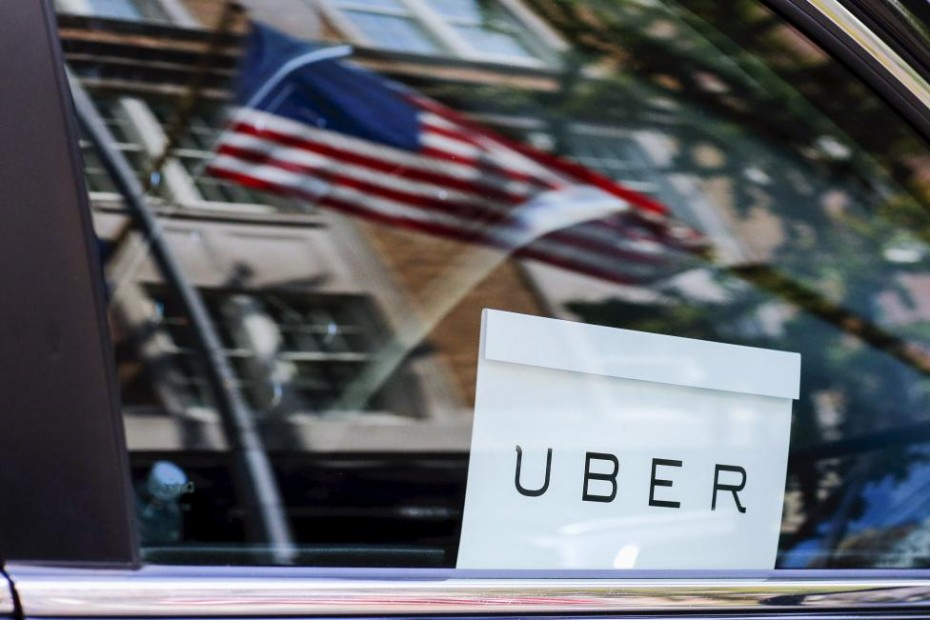 An Uber sign is seen in a car in New York June 30, 2015. REUTERS/Eduardo Munoz
