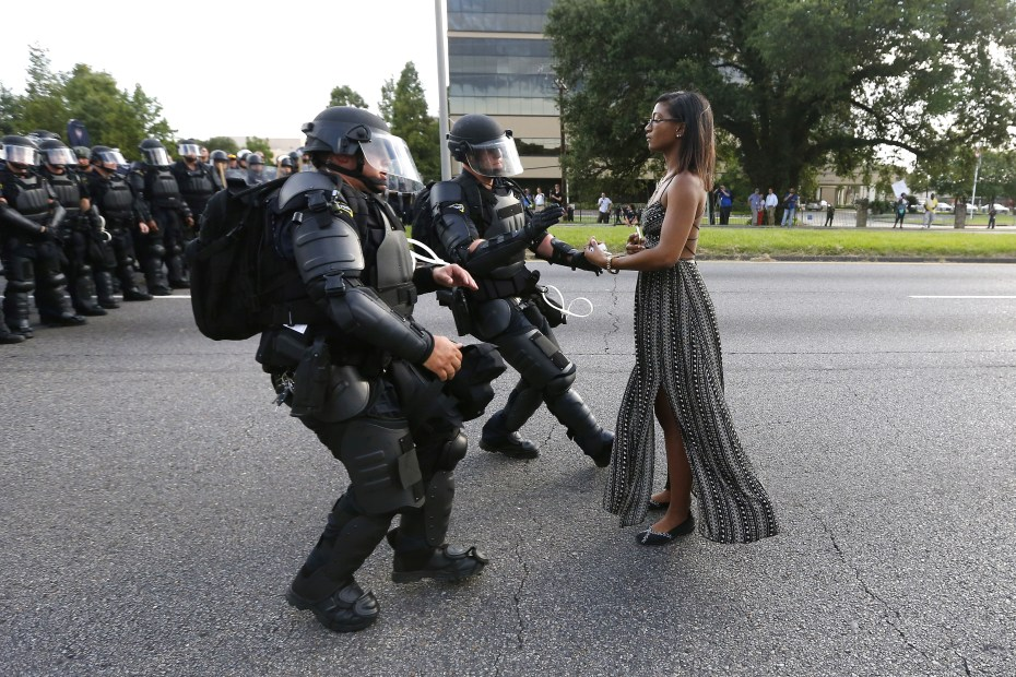Ieshia Evans protesting the shooting death of Alton Sterling, Baton Rouge, Louisiana, U.S. July 9, 2016.  REUTERS/Jonathan Bachman