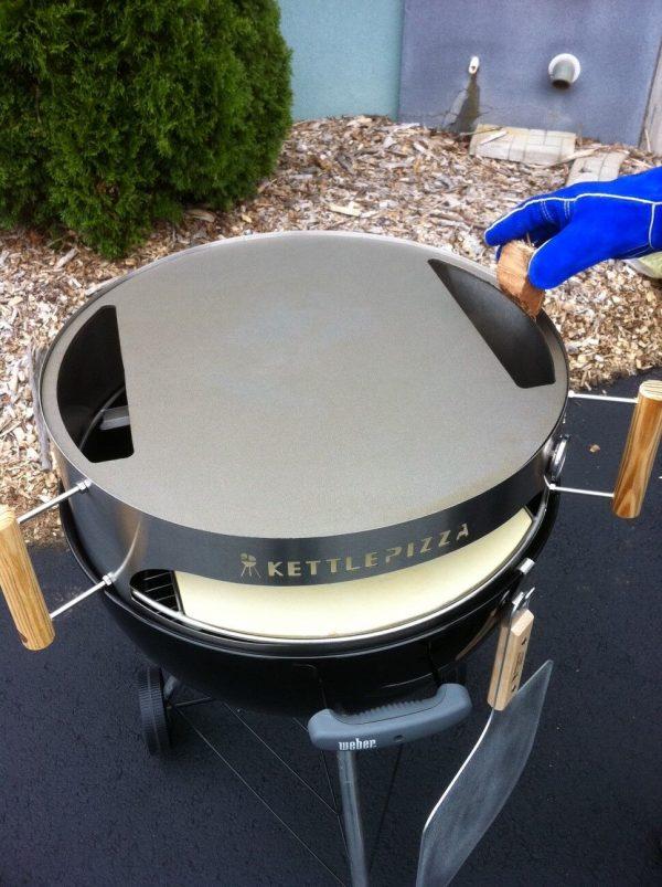 kettlepizza creates pizza making geniuses boing boing. Black Bedroom Furniture Sets. Home Design Ideas