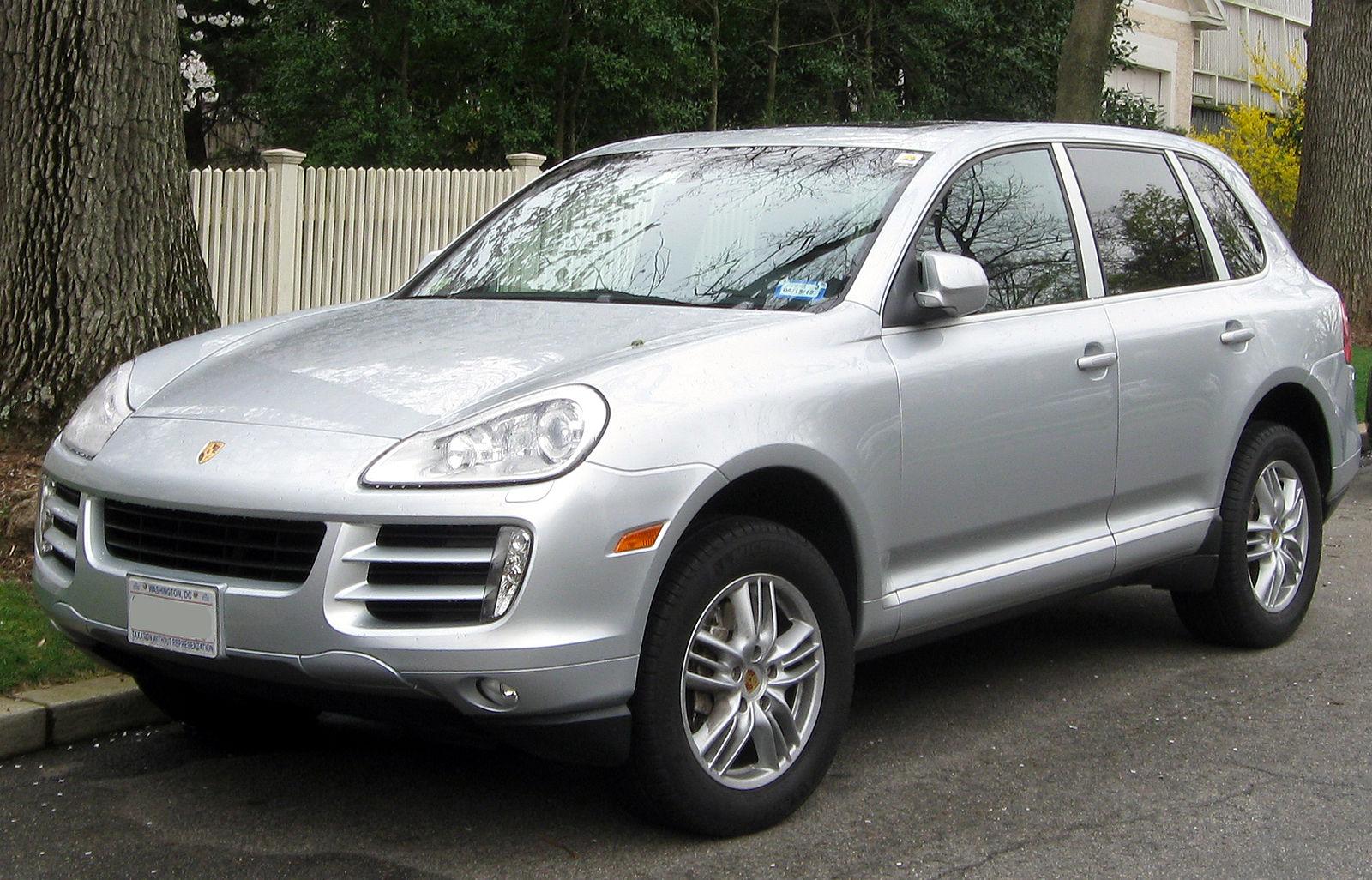 2008-2010_Porsche_Cayenne_S_--_03-21-2012