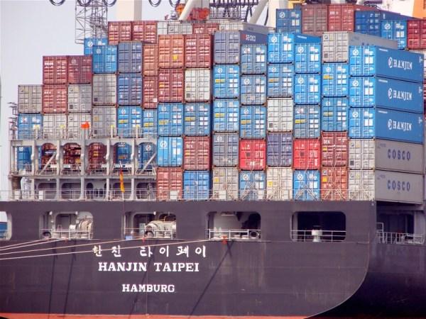 Container ship HANJIN TAIPEI at Port of Hamburg, Jun 2006. Credit: Photocapy