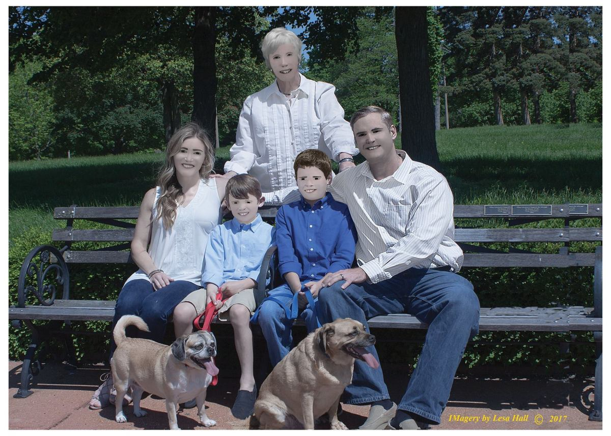 Photographer botches family portraits in the funniest way possible