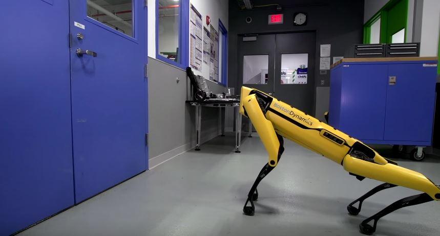 Robot opens door