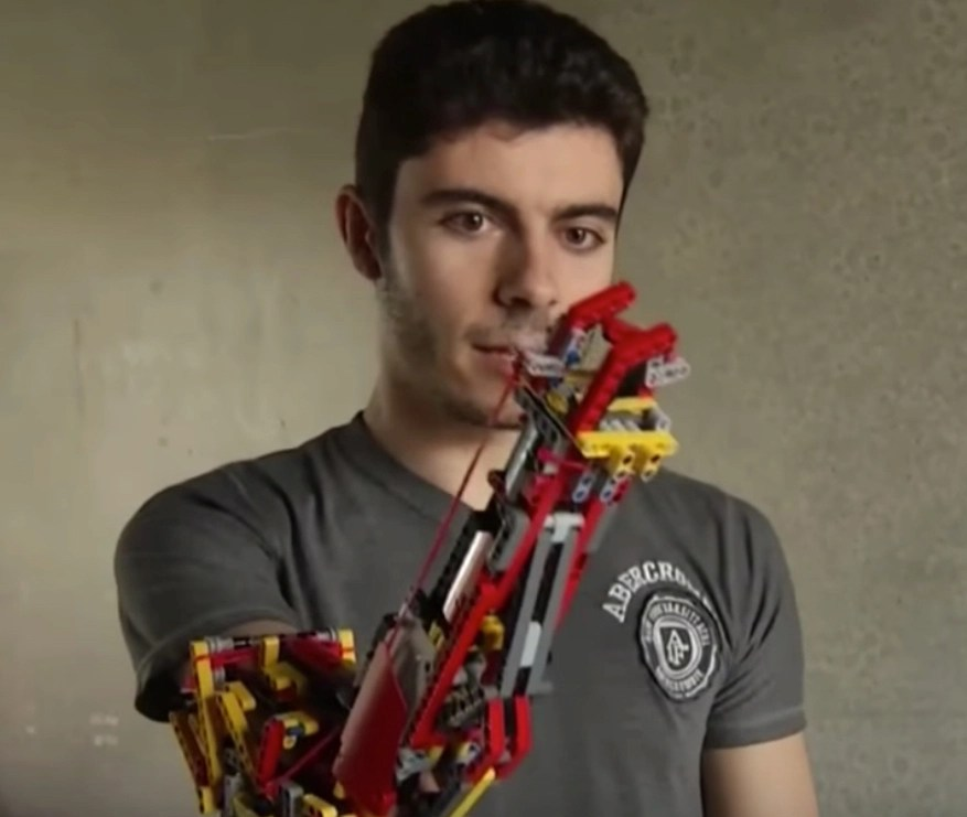 Young engineer upgraded the LEGO bionic arm he built for himself