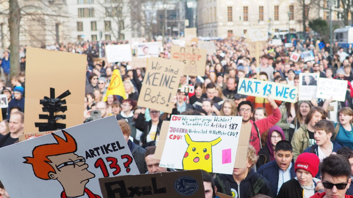 More than 100,000 Europeans march against #Article13