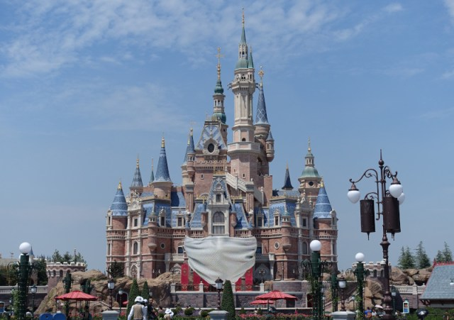 Listen: loudspeakers broadcast corona virus closure messages to the empty streets of Shanghai Disneyland