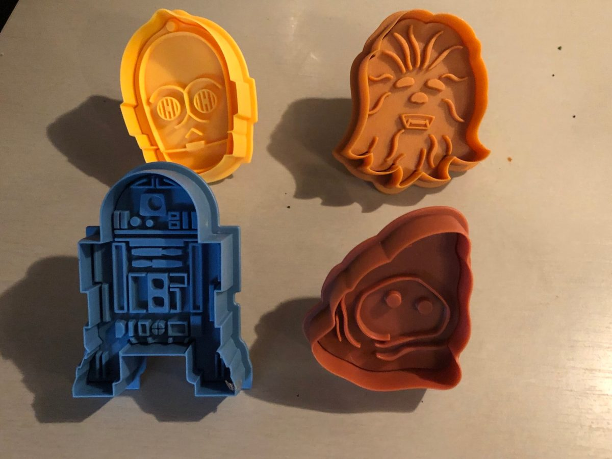 Is this STAR WARS Cookie Cutter supposed to be a Jawa, or a poop?