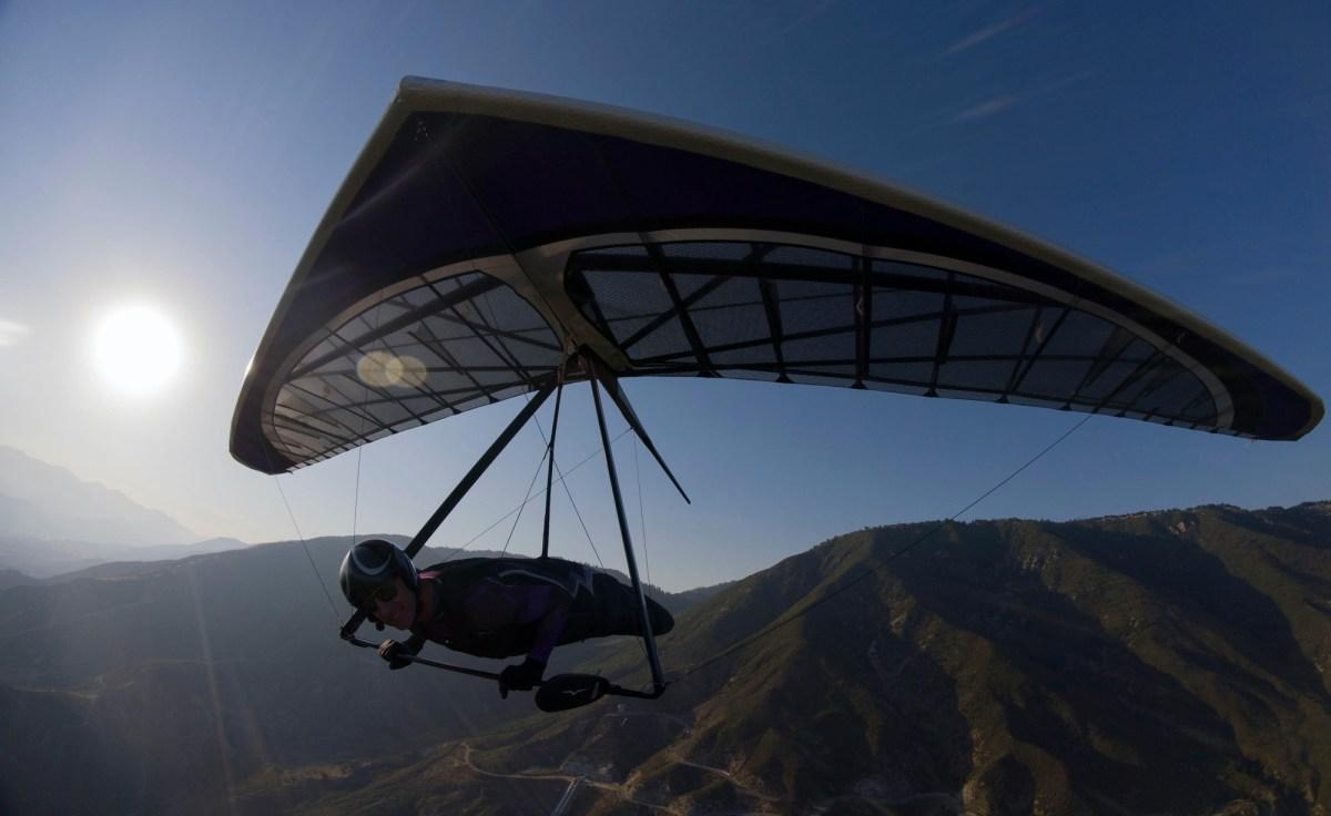 Owen Morse sets hang gliding world record for piloting 222.22 miles over California's Owens Valley