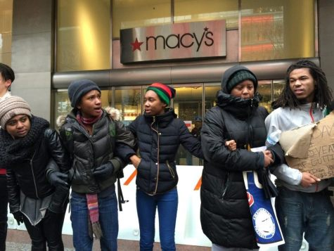 Macy's Blocked by Black Friday Protest (Lee Stranahan / Breitbart News)
