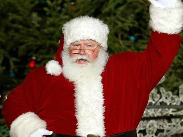 School District Bans Santa Decorations Seeks Religious