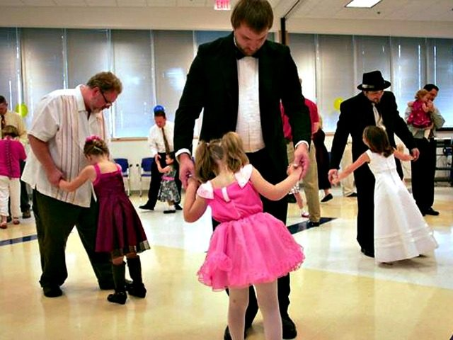 https://i2.wp.com/media.breitbart.com/media/2017/03/Father-Daughter-Dance-AP-640x480.jpg