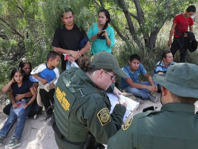 Border Patrol agents apprehend migrants near Rincon Village in South Texas. (File Photo: John Moore/Getty Images)