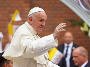 Pope Francis waves as he arrives in the Popemobile at the Saint Joseph Cathedral in Bucharest on May 31, 2019. - Pope Francis came to Romania with a message of integration not just for its faith communities but for a post-election European Union, following nationalist gains. During the three-day trip …