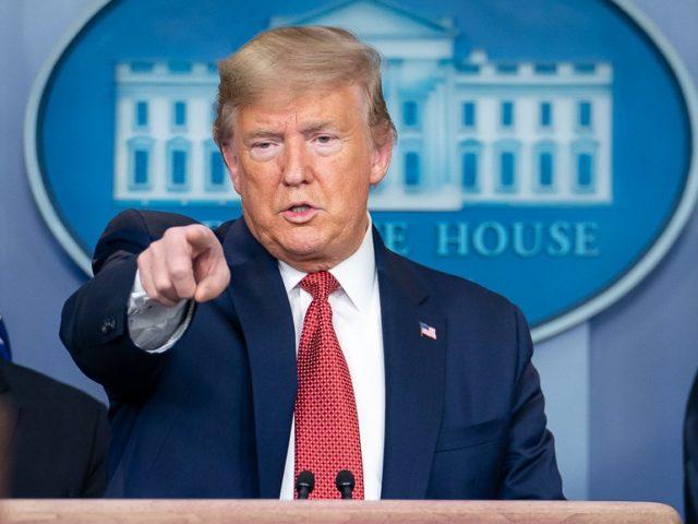 Претседателот Доналд Trumpејмс Трамп посочува на новинар со прашање за време на брифингот за ажурирање на коронавирусот (СОВИД-19) во среда, 25 март 2020 година, во салата за брифирање на печатот Jamesејмс С. Брејди во Белата куќа.  (Официјална фотографија во Белата куќа од Тиа Дуфур)