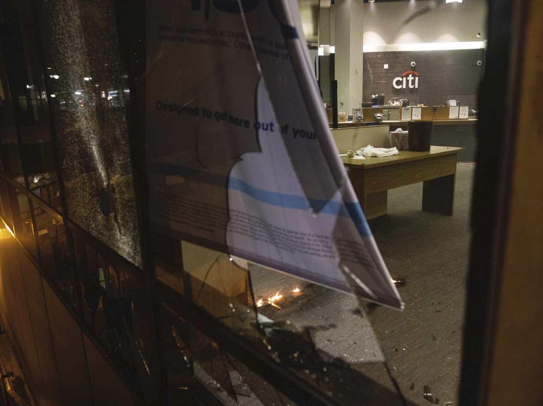 Citibank smashed Oakland (Christian Monterrosa / Associated Press)