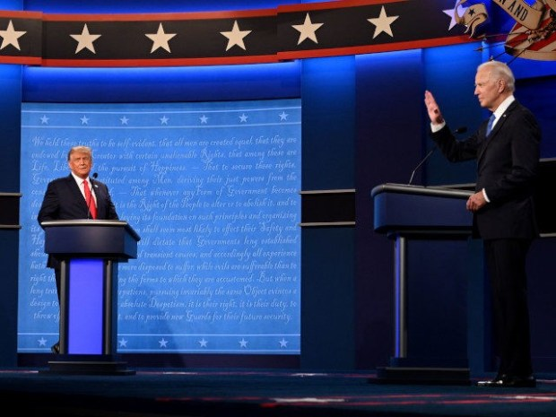 US President Donald Trump (L) and Democratic Presidential candidate and former US Vice President Joe Biden arrive onstage for the final presidential debate at Belmont University in Nashville, Tennessee, on October 22, 2020. (Photo by Jim WATSON / AFP) (Photo by JIM WATSON/AFP via Getty Images)