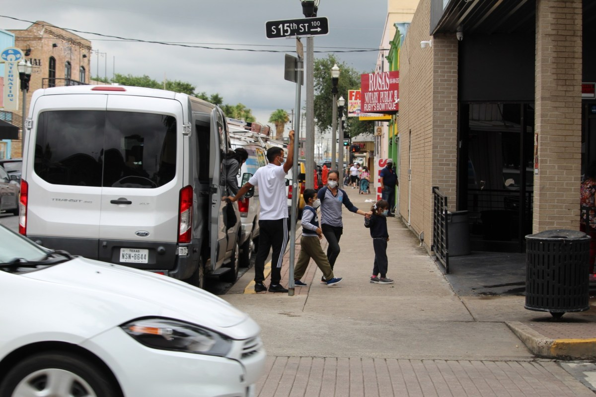 , Photos: Hundreds of Migrants Visit This Texas Border City Block Daily Before Moving North, Nzuchi Times Breitbart