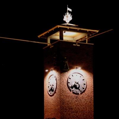 Tornet i nattbelysning