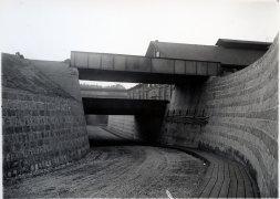 Det färdiga viadukt bygget sett mot sydväst från en punkt nedanför monterhuset, närmaste bronuppbär SWB banans spår, 1931.