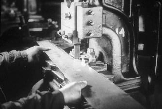 Stansning av sågtänder år 1942