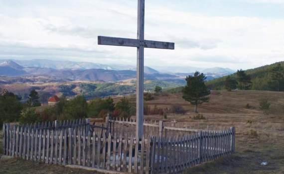 Krst u planini drvena ograda