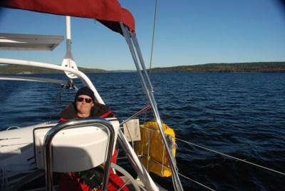 Kapten har det mysigt i solen