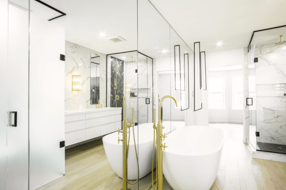 Bathroom designed by Spaces by Jacflash