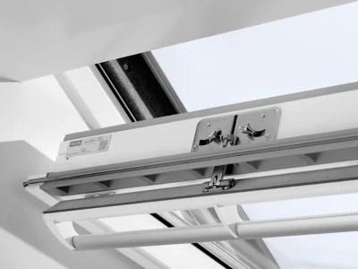 fenetre de toit a rotation velux confort whitefinish bois peint en blanc l 114 x h 118 cm ggl 2076 sk06