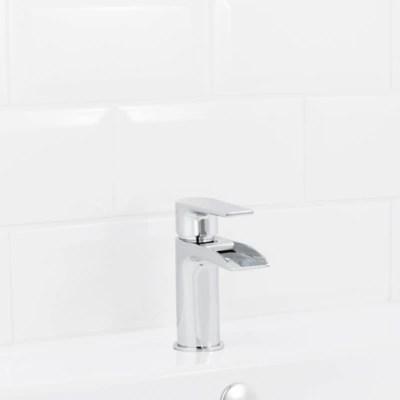 mitigeur pour vasque a manette unique a effet chute d eau goodhome balat