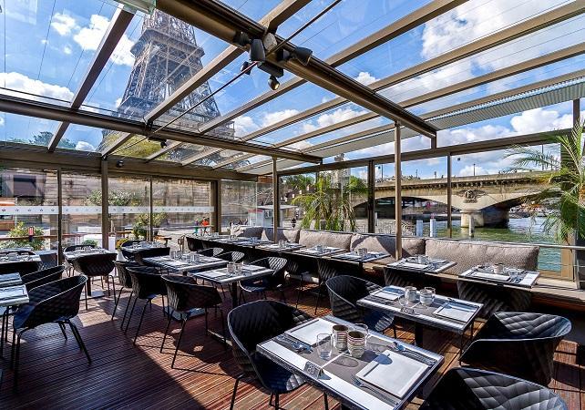 Bistro Parisien Tour Eiffel Djeuner Au Restaurant Le