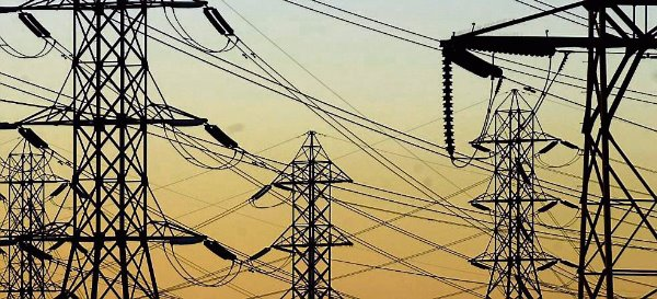 Children living close to extremely low-frequency powerlines are more likely to develop leukaemia,according to the independent EU scientific committee on health risks.