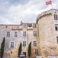 histoire du chateau de flamarens dans le gers et sa façade défensive médiévale