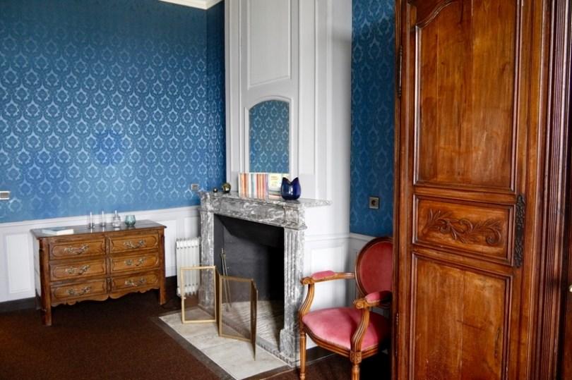 le chateau de villemorien et la rénovation de la chambre bleue par ses propriétaires