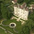 le chateau de lagrezette et son propriétaire dans les jardins vu du ciel